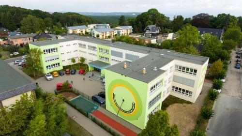 Vordereingang Schule