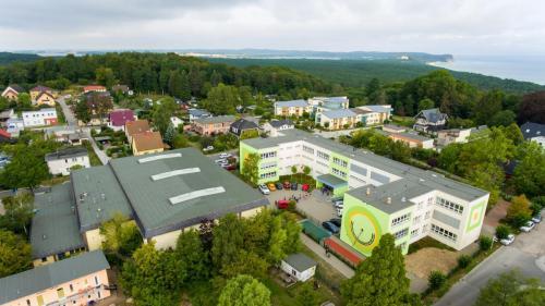 Schule und Turnhalle